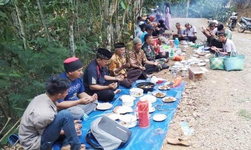 Warga Desa Sumpinghayu Gelar tradisi Ngukuburan