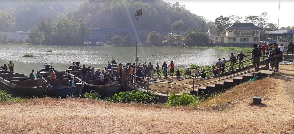 Ratusan Orang Bersihkan Sungai Serayu