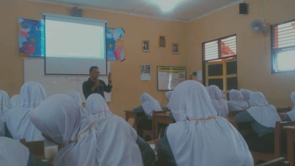 Siswa SMAN 1 Padamara Belajar Jurnalistik