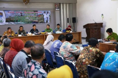 Dialog: Wabup Cilacap saat memberikan sambutan dalam rakor dewan ketahanan pangan.