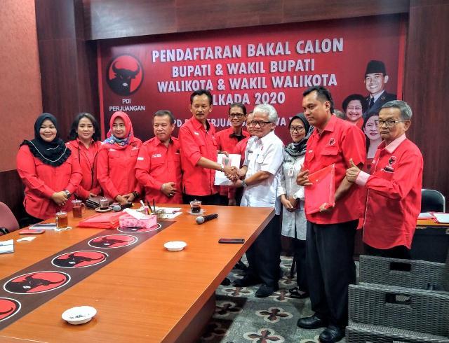Ketua Partai Golkar Purbalingga Daftar ke PDIP Sebagai Bakal Calon Wakil Bupati