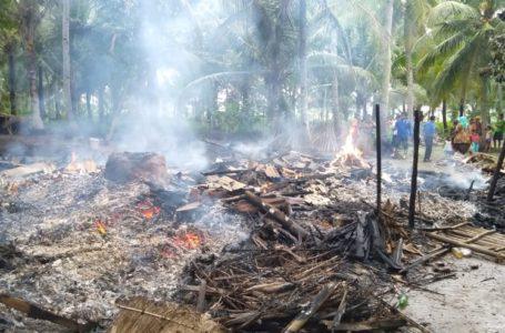 Rumah milik Sireng ludes dilalap api, saat ditinggal pergi ke warung.