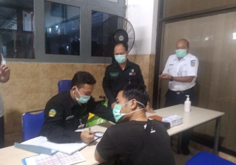 Antisipasi Virus Corona, Suhu Tubuh Penumpang Kereta di Stasiun Purwokerto Diperiksa
