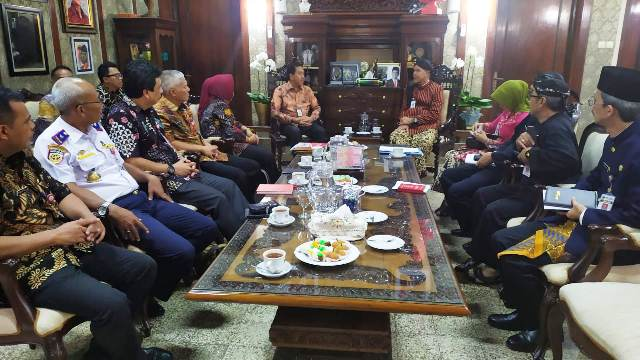 RAPAT : Rapat koordinasi pengoperasian Bandara Jenderal Besar Soedirman, dipimpin Gubernur Jateng