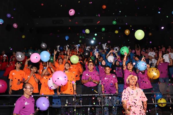 Pembukaan rangkaian kegiatan Diesnatalis ke-18 IT Telkom Purwokerto yang diikuti seluruh dosen dan karyawan di CGV Cinema Purwokerto, Kamis (13/2).