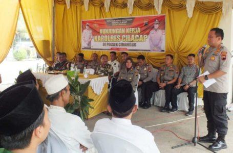 Kapolres Cilacap AKBP Dery Agung Wijaya SIK SH MH saat memberikan sambutan kunjungan kerja dan ramah tamah di Polsek Cimanggu