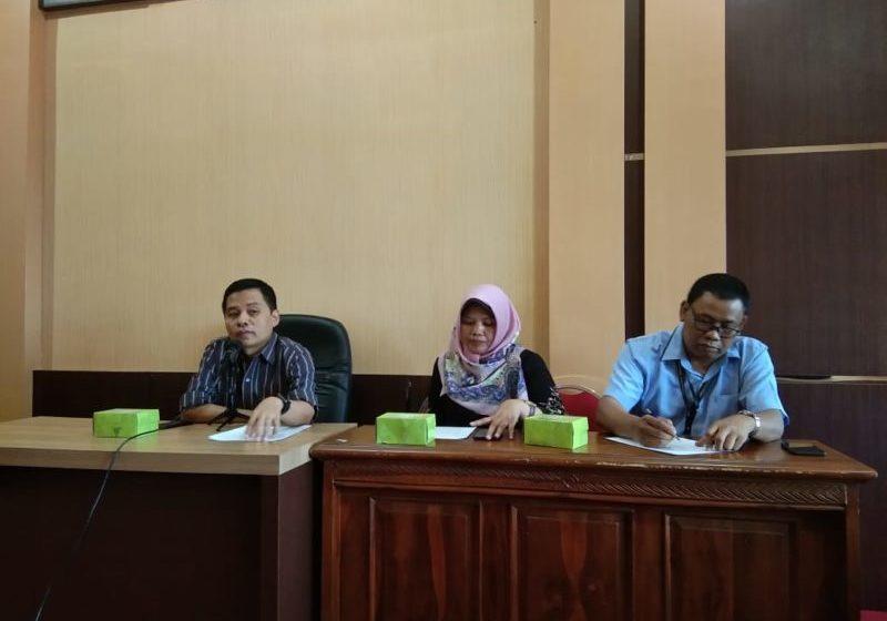 BERI KETERANGAN : Tuan rumah Reuni Akbar Fakultas Hukum Unsoed, Dr Ma'ruf Cahyono saat menyampaikan keterangan.
