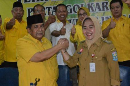 KOMPAK: Tiwi dan Dono, saat acara pembinaan parpol di Kantor DPD Partai Golkar Kabupaten Purbalingga.