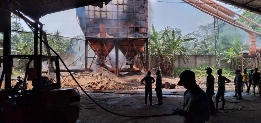 Bak Penampung Serbuk Kayu Terbakar Lima Orang Terluka