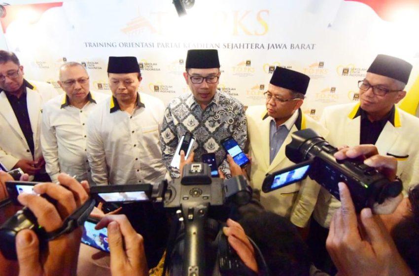 Gubernur Jawa Barat Ridwan Kamil saat menghadiri dan memberikan sambutan dalam acara Training Orientasi Partai Keadilan Sejahtera (PKS) di Hotel Prama Grand Preanger, Minggu (9/2/20). (Foto: Dudi/Humas Jabar)