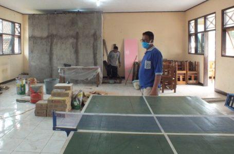 KARANTINA : Aula Kantor Desa Cimanggu Kecamatan Cimanggu direnovasi menjadi tempat Karantina warga yang mudik atisipasi ODP Penyebaran Covid 19. Sabtu (17/5)/TASLIM INDRA