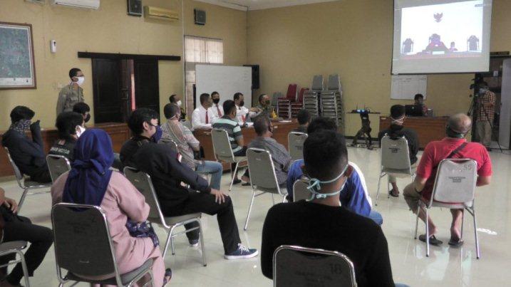 DIDENDA: Persidangan yang berlangsung untuk para pelanggar yang tidak mengikuti aturan penggunaan masker, Jumat (15/5).