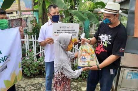 Donasi: Ketua Kelompok seni musik calung modern Pemuda Banten Mas Rawalo, David Okta Nugraha