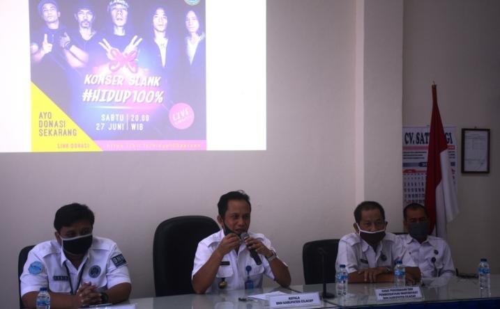 BERI KETERANGAN : Kepala BNN Kabupaten Cilacap menyampaikan rencana kegiatan peringatan HANI 2020. (Wagino)
