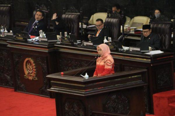 Siti Mukaromah saat membacakan pandangan Fraksi PKB dalam Rapat Paripurna Atas Keterangan Pemerintah Terkait Kerangka Ekonomi Makro dan Kebijakan Fiskal APBN Tahun Anggaran 2021, Senin (15/6).