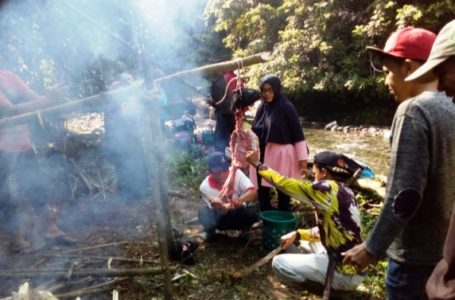 Petani Dayeuhluhur Gelar Tradisi Ngabeungkat Dawuan