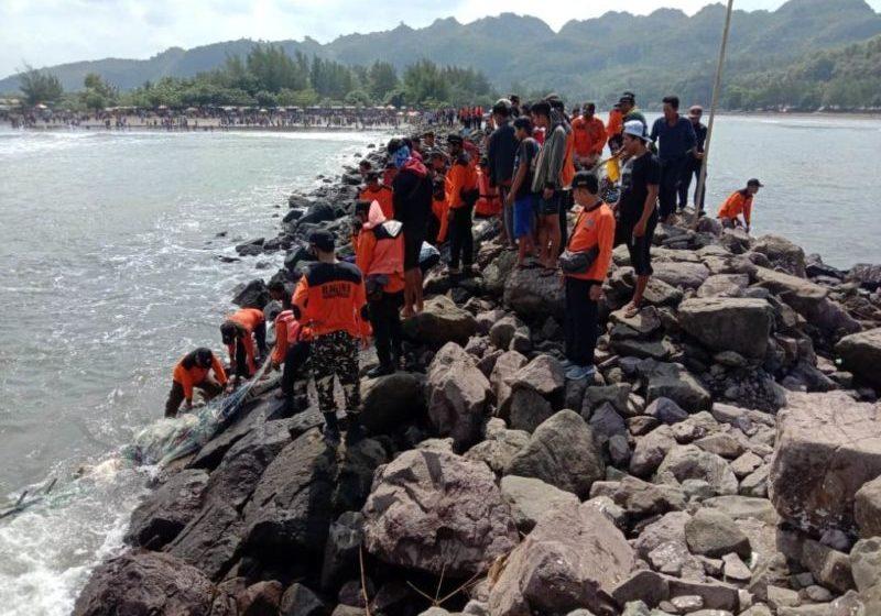 Perahu Terbalik Saat Pulang Melaut, Satu Nelayan Hilang