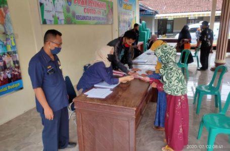 DISTRIBUSI KKS : Penyaluran 381 KKS Pendapa Kantor Kecamatan Dayeuhluhur, Kamis (2/7)/TASLIM INDRA
