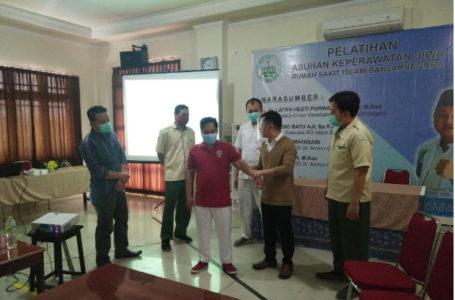 PELATIHAN : Sejumlah perawat RS Islam Banjarnegara tengah dipersiapkan menjadi perawat jiwa.