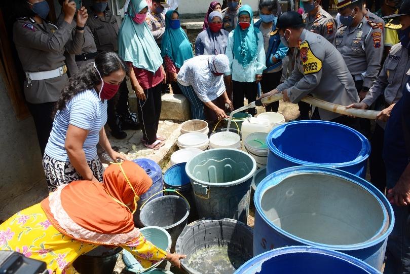 Sumur Warga Jeruklegi, 11 Mengering Polres Cilacap Bantu Air Bersih
