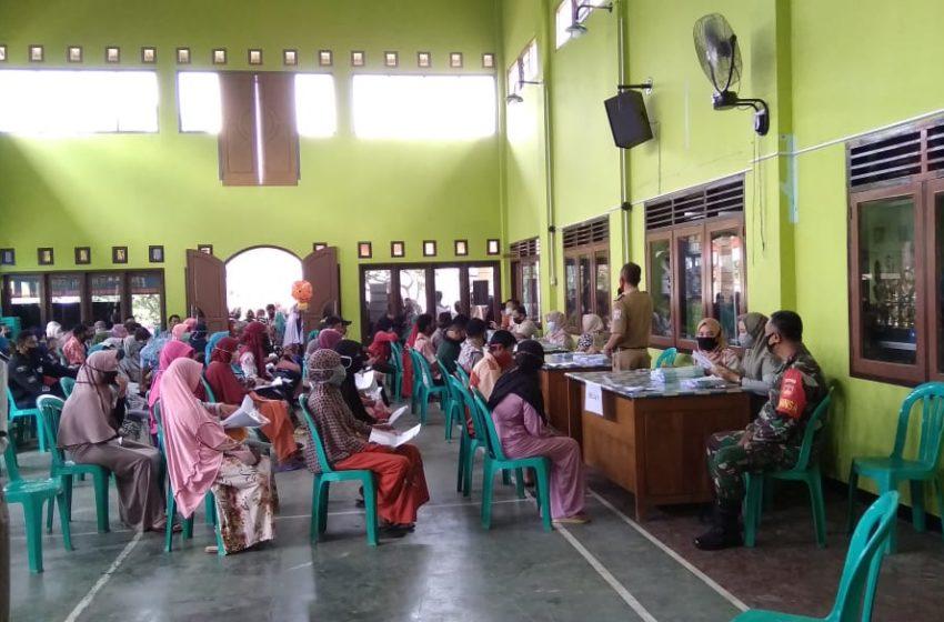 400 Warga Desa Sinduraja Terima Sertifikat Tanah
