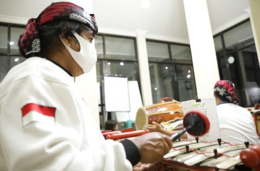Lestarikan Budaya, Pekerja Muda Kilang Pertamina Cilacap Antusias Mainkan Musik Gamelan