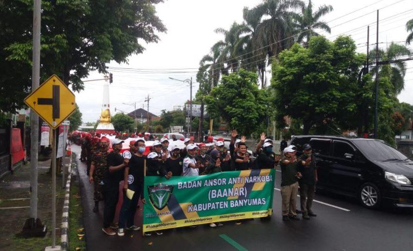 Diguyur Hujan, Ribuan Ansor Banser, Sukses Gelar Long March Parade Merah Putih