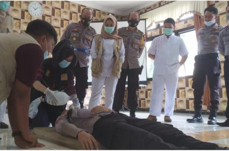 Personel Pengamanan Operasi Lilin Terima Bekal Bantuan Hidup Dasar