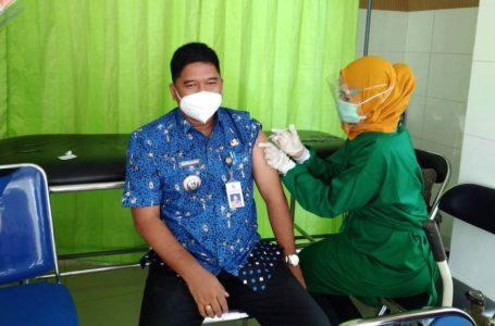 ASN dan Pelayanan Publik di Dayeuhluhur Jalani Vaksinasi