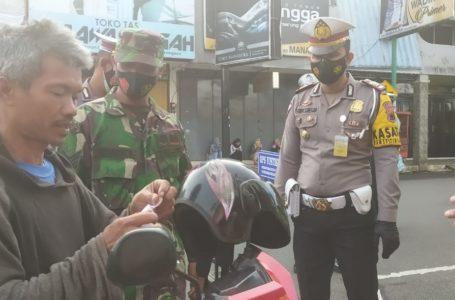 Masih Ditemui Warga Tidak Tepat Memakai Masker Bakti Sosial dan Operasi Yustisi Gabungan Digelar di Banjarnegara