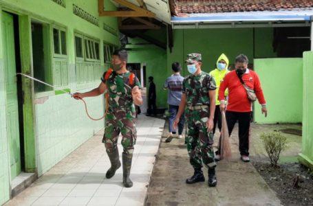 Desa Pamijen Lakukan Penyemprotan Disinfektan