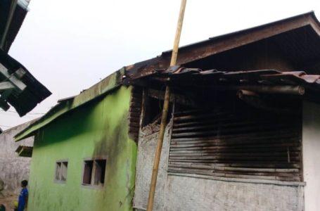 Petir Mengamuk di Dayeuhluhur Dua Rumah Hangus, Puluhan Barang Elektronik Rusak