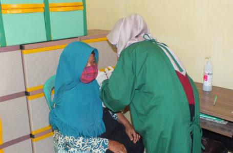 111 Lansia di Desa Sidamukti Jalani Vaksinasi Covid-19