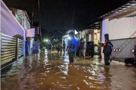 Akibat Hujan Angin, Atap Roboh dan Banjir
