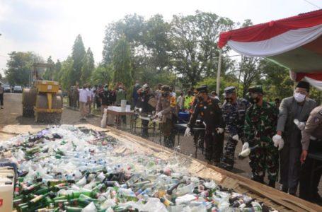 Polres Cilacap Musnahkan Ribuan Botol Miras, Petasan dan Puluhan Knalpot Brong di Potong
