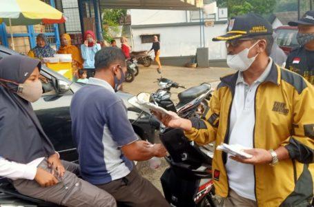LSM Gebrak Bagi-bagi Takjil dan Masker Gratis di Dayeuhluhur