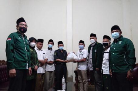 Silaturahmi Ke PC NU, DPC PKB Bagikan 1.000 Paket Sembako