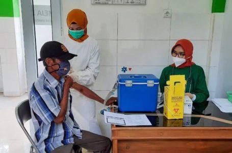 Lansia dan Tenaga Pendidik di Dayeuhluhur Jalani Vaksinasi Tahap II