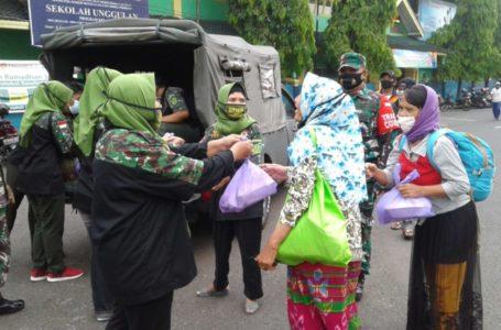 Jajaran Kodam Diponegoro Bagi Makanan dan Masker Gratis di Purbalingga