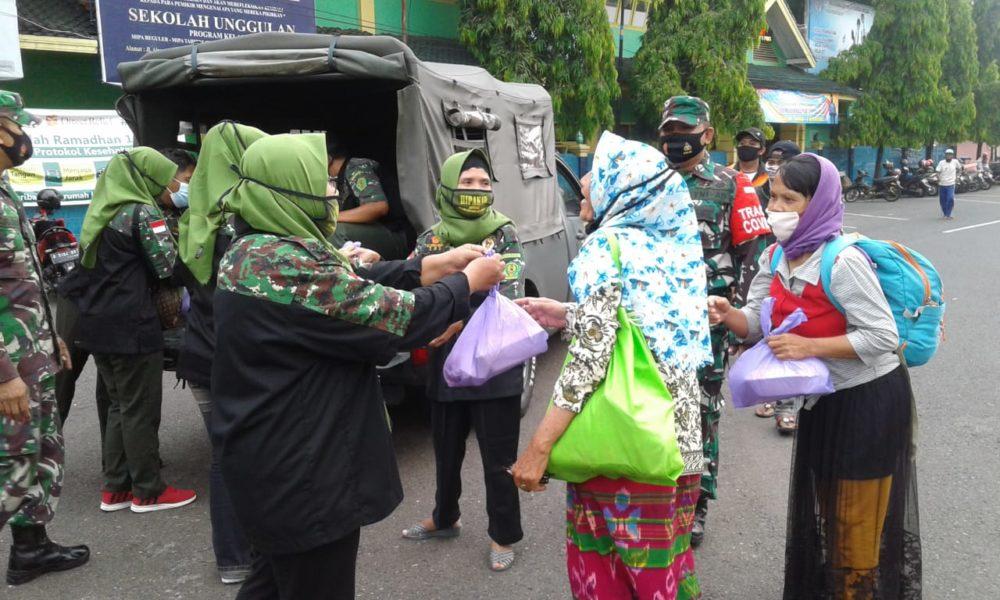 Jajaran Kodam Diponegoro Bagi Makanan dan Masker Gratis