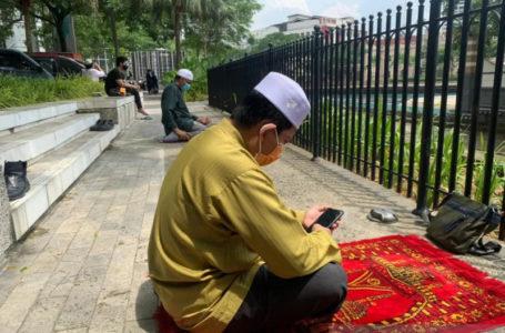 Malaysia Larang Salat Berjamaah di Masjid